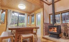 【1日1組限定】暖炉や囲炉裏端テーブルのあるコテージ「ファームinn緑の風」