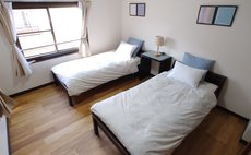 20 minutes to USJ, 5 minutes walk from the station