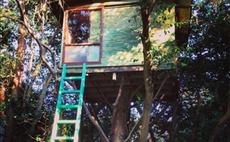 Mock Mock - Log house in an oasis of greenery