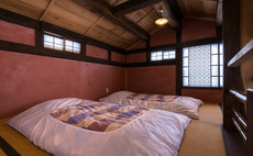 Hakuguri Itakura - Intimate space in a Old House