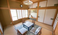 Sakura - Elegan guestroom in typical Japanese house
