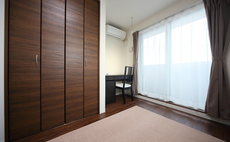 Apartment Heights 華 402