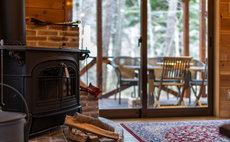 【一棟貸し・専用キャンプ場付】閑静な森と清流の貸別荘「こもれび荘 道志」